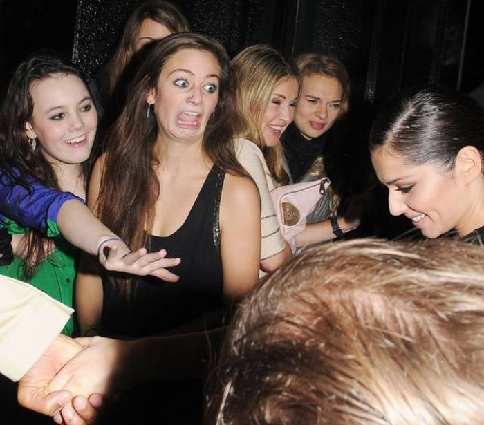 hilarious-photos-of-celebrities-meeting-awkward-fans-24